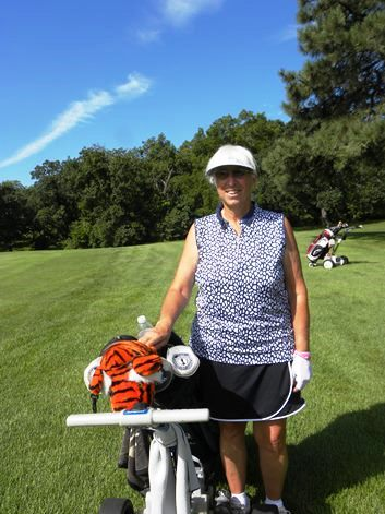 For 26 years the driver of a semi-trailer truck hauling a gasoline tanker, Pat Seber-Bradley of Basehor pushes a pull cart as one of Kansas City's best amateur golfers. (Photo by Alan Hoskins)