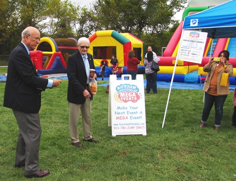U.S. Sen. Pat Roberts, left, tossed a disc while touring Turner Days Sunday, Oct. 12, in Kansas City, Kan. (Photo by Mary Rupert)