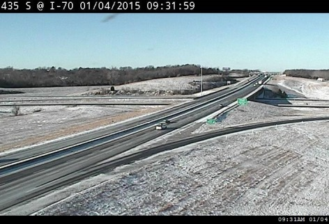 A few motorists were out this morning on I-70 at I-435 in Kansas City, Kan. They faced a light dusting of snow, plus sub-zero wind chills. (KC Scout photo)
