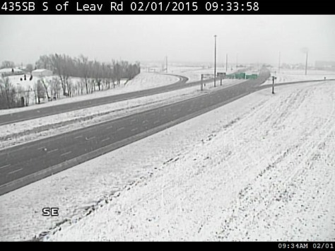 It appeared that there was more snow on the north side of Wyandotte County, from this photo at I-435 and Leavenworth Road on Sunday morning. (KC Scout photo)