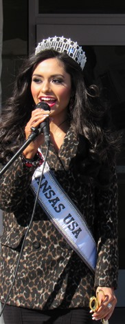 Miss Kansas USA, Alexis Railsback, also welcomed Krispy Kreme to Kansas City, Kan., today. (Staff photo by Mary Rupert)