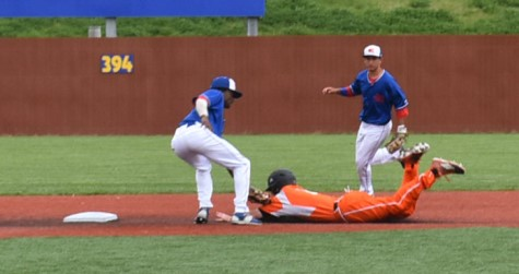 KCKCC shortstop Albert Woodard puts the tag on Neosho's Nate Crossman after Crossman was picked off first by pitcher Dustin Eby in the Blue Devils' 8-1 opening game loss. Second baseman Easton Fortuna, who was 6-for-6 including four hits in an 11-1 nightcap win, backs up the play. (KCKCC photo by Alan Hoskins)