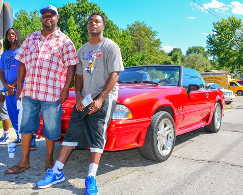 Eddie London Sr. and Eddie London Jr. watched the Leavenworth Road Parade on Sept. 18. (Photo by Brian Turrel)
