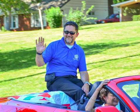 Mark Holland, mayor of Kansas City, Kan., waved to the crowd at the Leavenworth Road Parade on Sept. 18. (Photo by Brian Turrel)
