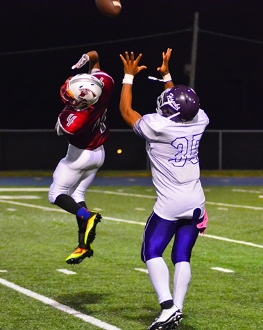 Dre'Vontae Tiller went up to make a catch over a leaping Washington defender in the fourth quarter. (Photo by Brian Turrel)
