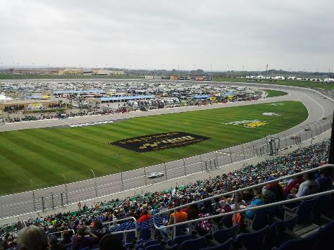 Racing now in the Kansas Lottery 300 at Kansas Speedway