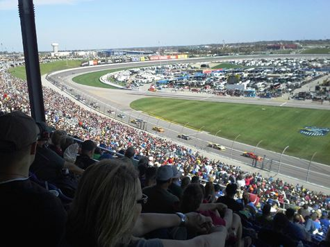 Racing action on Sunday at the Hollywood Casino 400 at Kansas Speedway in Kansas City, Kan. (Fan photo)